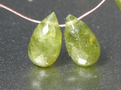 Бусины формы огранённого бриолета, камень-гроссуляр